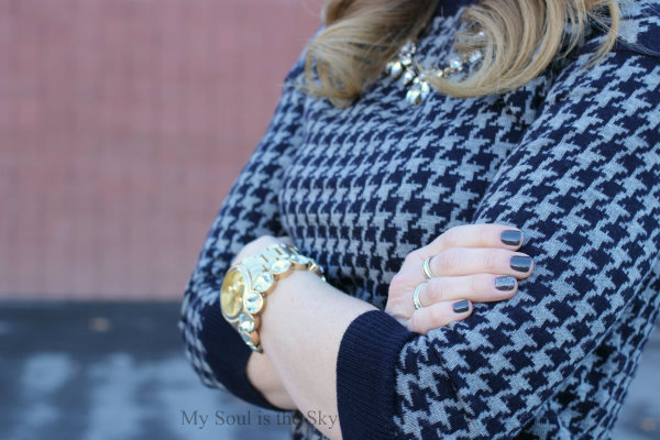 Houndstooth Sweater Gray Nails