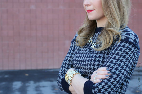 Houndstooth Sweater, Gray nails