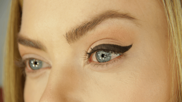 how to apply eyeliner 2 ft