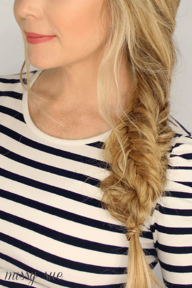 fishtail-twisted-side-braid-hair