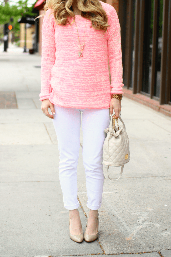 pink-sweater-bucket-bag-long-necklaces