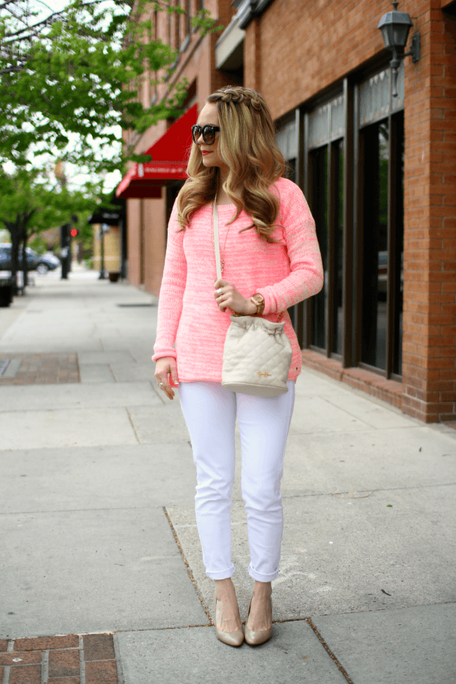 pink-sweater-white-bucket-bag