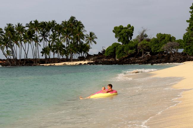 aj-cohen-tube-hawaii