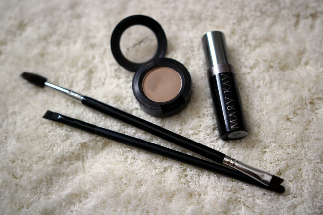 How to Fill in Brows Using Eyeshadow