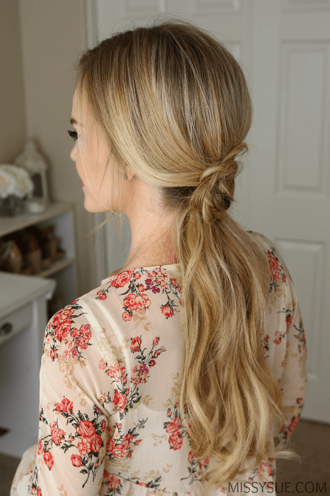 flower-ponytail-hairstyle
