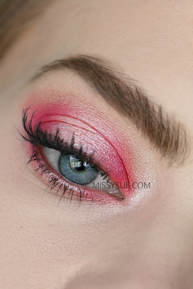 Pink Halo Hooded Eyes